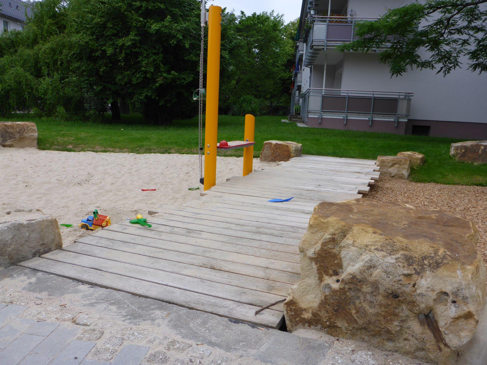 LHH Spielplatz Dickensstr Sandspiel 2014